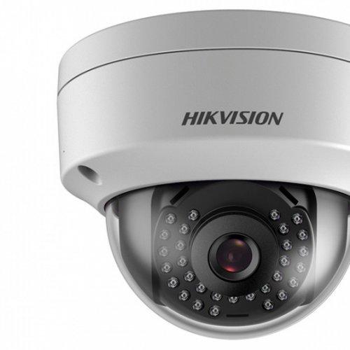 IP камера HikVision DS-2CD2163G0-I; куполна IP камера Ден/Нощ с вградено IR осветление с обхват до 30 м; 6.0 MP (3072x2048@20 кад/сек); фиксиран обектив 2.8 мм; механичен IR филтър; DWDR; 3D DNR шумов филтър; H.265+; слот за micro SDXC карта (до 128GB); вандалоустойчива (IK10); метален корпус за вътрешен/външен монтаж (IP67) -30~60C; 12Vdc/PoE 9W (снимка 1)