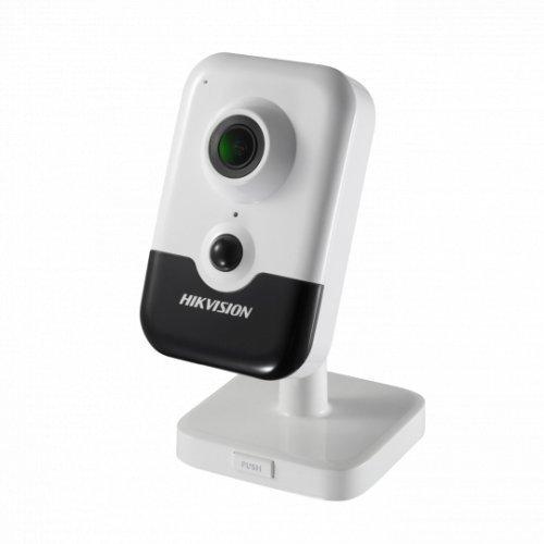 IP камера HikVision DS-2CD2423G0-IW; Безжична компактна IP камера Ден/Нощ; резолюция 2.0 MP (1920x1080/ 30 к/с); фиксиран обектив 2.8 мм; механичен IR филтър; 120dB WDR; 3D DNR шумов филтър; H.265+; IR осветление до 10 м; PIR детектор за движение; вграден микрофон и говорител; слот за micro SDXC карта (до 128GB); Wi-Fi IEEE802.11b/g/n; за вътрешен монтаж; PoE (снимка 1)